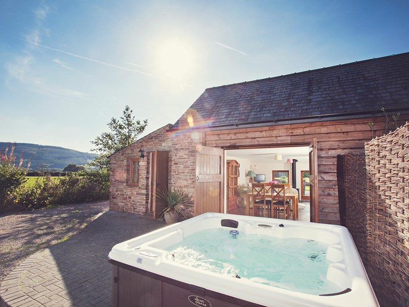 Hot Tub Holidays in the Brecon Beacons