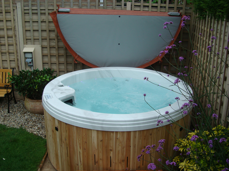6 Seater Round Hot Tub