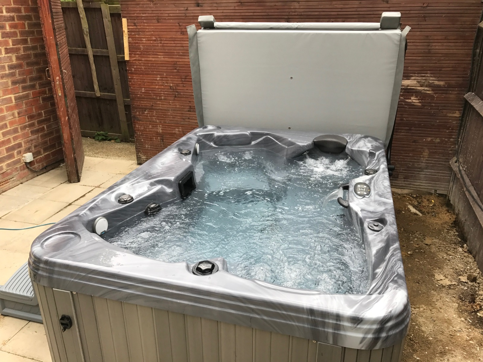Hot Tubs that are suitable for commercial use