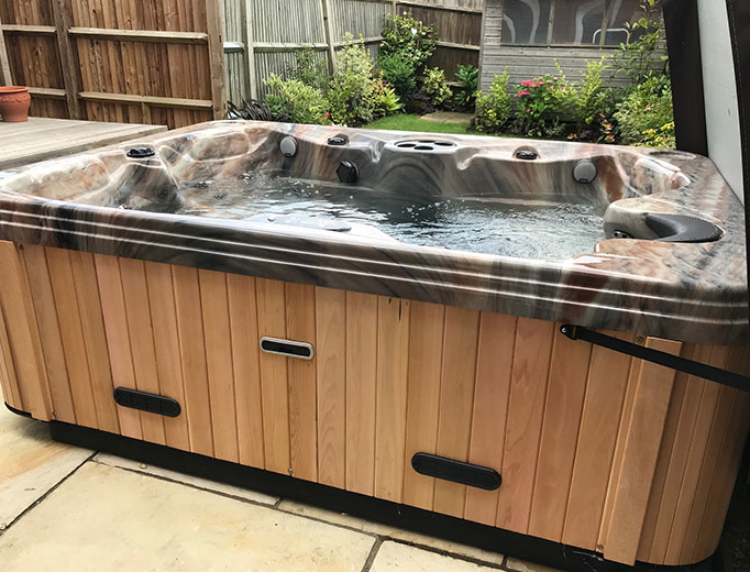 HSG282 compliant Hot Tub
