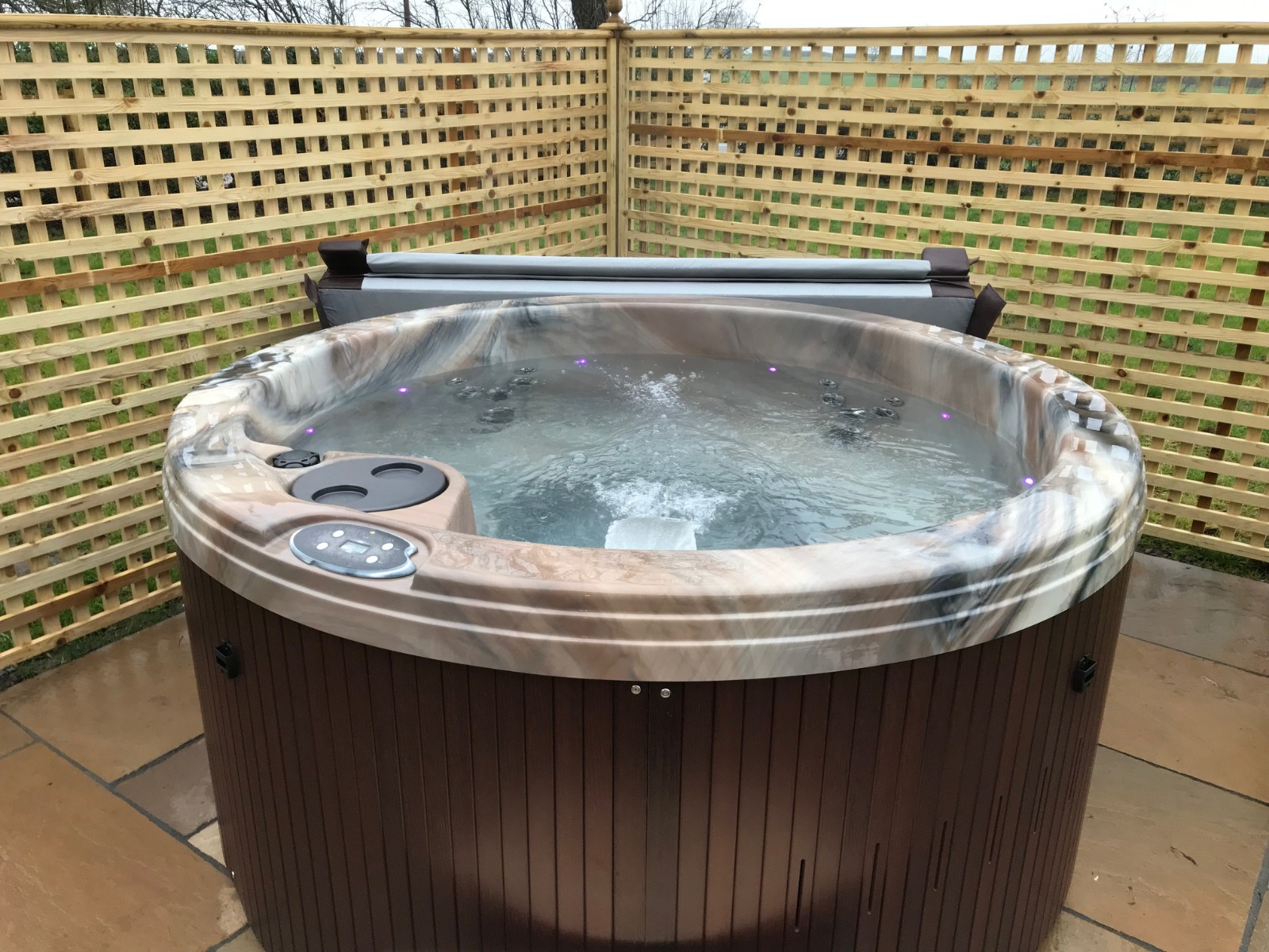 6 Person Round Hot Tub