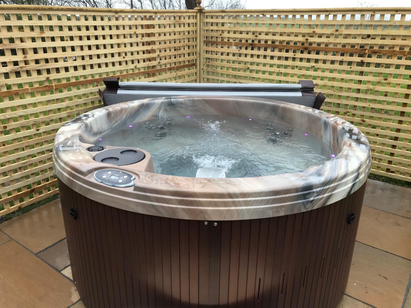 6 Person Round Hot Tub